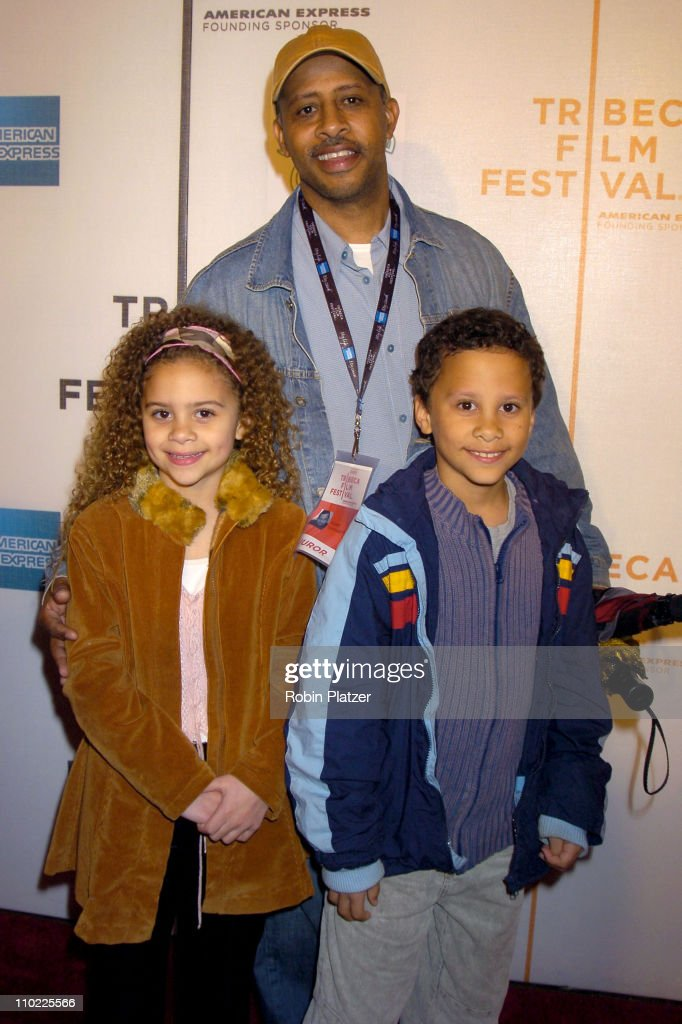 Ruben SantiagoHudson and family during 4th Annual Tribeca Film Festival 'The Muppets' Wizard of Oz' Premiere at The Tribeca Performing Arts Center in...