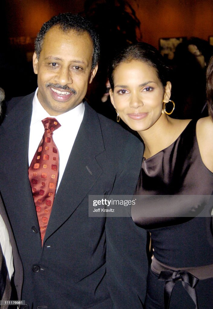 Ruben SantiagoHudson and Halle Berry during HBO Films' 'Lackawanna Blues' Premiere Red Carpet at DGA in Los Angeles California United States