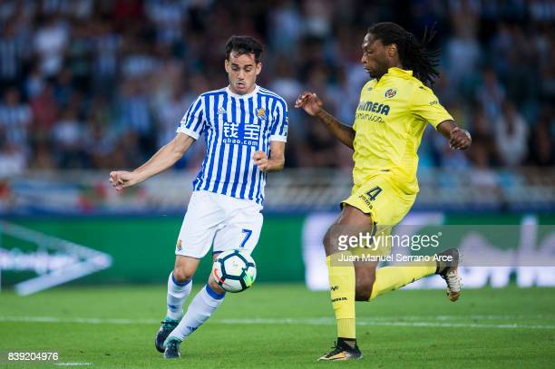 Ruben Semedo of Villarreal CF duels for the ball with Juan Miguel Jimenez 'Juanmi' of Real Sociedad during the La Liga match between Real Sociedad de...