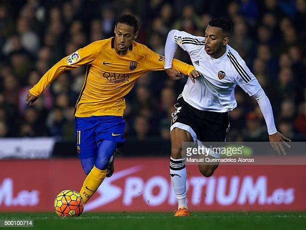 Ruben Vezo of Valencia battle for the ball with Neymar JR of Barcelona during the La Liga match between Valencia CF and FC Barcelona at Estadi de...