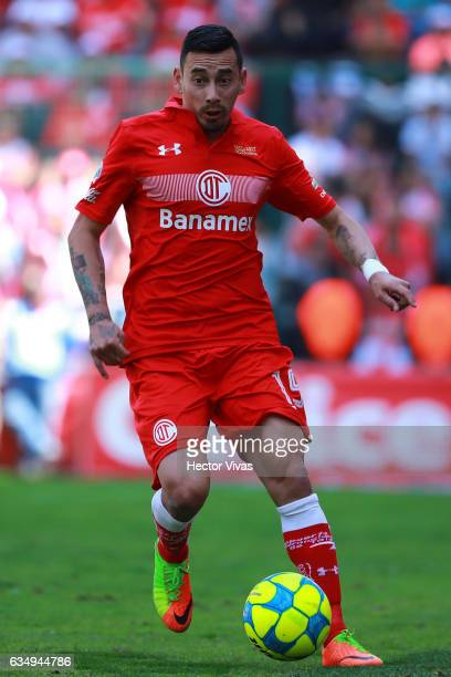 Rubens Sambueza of Toluca drives the ball during the 6th round match between Toluca and Veracruz as part of the Torneo Clausura 2017 Liga MX at...