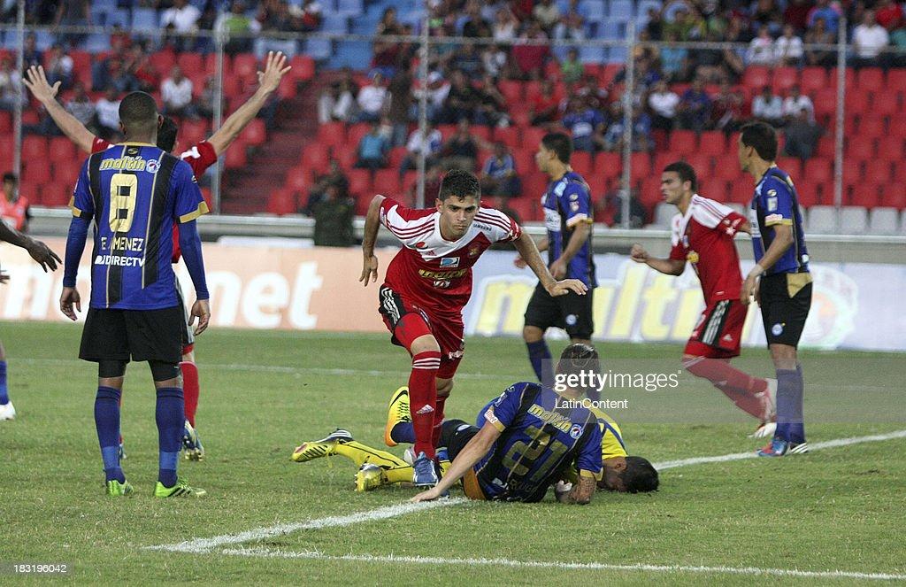 Rubert Quijada of Caracas FC during a match between AC Mineros de Guayana and Caracas FC as part of the Apertura 2013 at Cachamay Stadium on October 5, 2013 in Puerto Ordaz, Venezuela.