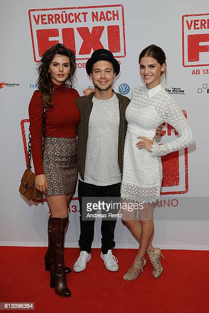 Ruby O Fee Jascha Rust and Lisa Tomaschewsky attend 'Verrueckt nach Fixi' premiere on October 8 2016 in Sulzbach Germany