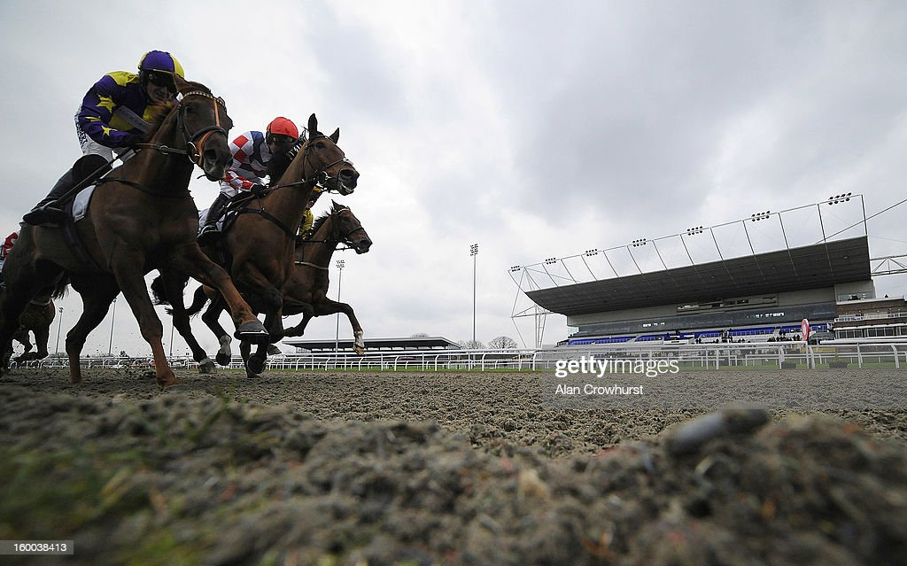<a gi-track='captionPersonalityLinkClicked' href=/galleries/search?phrase=Ruby+Walsh&family=editorial&specificpeople=171838 ng-click='$event.stopPropagation()'>Ruby Walsh</a> riding Sam Winner (C, red cap) wins The BetVictor Non Runner Free Bet Cheltenham 'Jumpers' Bumpers' National Hunt Flat Race at Kempton racecourse on January 25, 2013 in Sunbury, England.