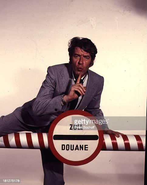 Rudi Carrell ARDShow 'Rudi Carrell Show' Folge 24 'Zoll' Schranke ZollSchranke Uhr Armbanduhr Krawatte Schlips Sänger Entertainer Schauspieler...