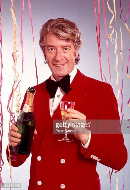 19 Dezember 1934Sternzeichen Schütze Showmaster Sänger Schauspieler ComedyStar FernsehProduzent Sektglas Champagnerflasche Getränk Luftschlangen...