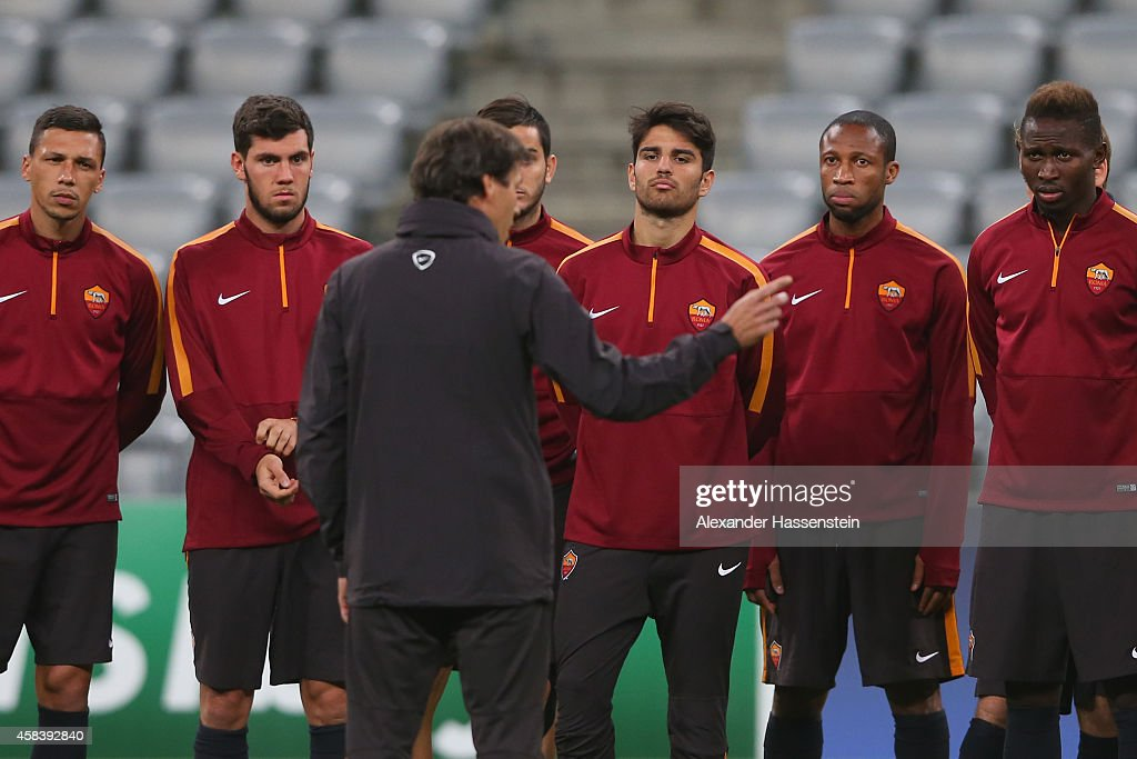 <a gi-track='captionPersonalityLinkClicked' href=/galleries/search?phrase=Rudi+Garcia&family=editorial&specificpeople=4444731 ng-click='$event.stopPropagation()'>Rudi Garcia</a>, head coach of AS Roma talks to his player during a AS Roma training session prior to their UEFA Champions League match against FC Bayern Muenchen at Allianz Arena on November 4, 2014 in Munich, Germany.