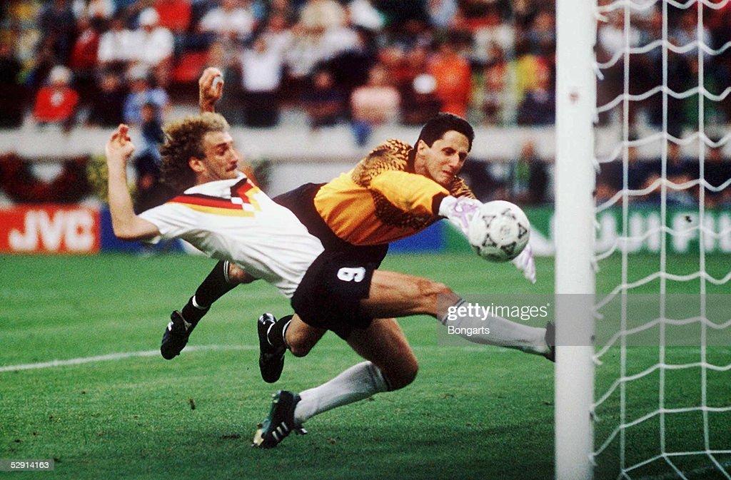 1; Rudi VOELLER schiesst das 4:1 gegen Torwart IVKOVIC