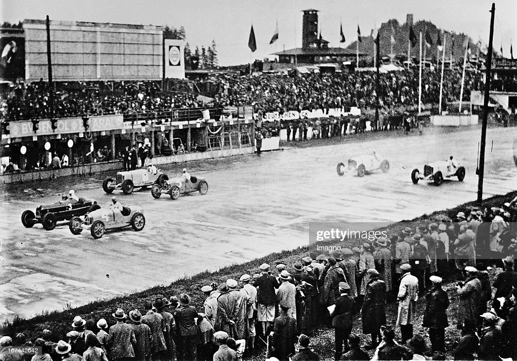 Rudolf 'Karratsch' Caracciola (1901-1959) (mostly on Mercedes-Benz 'Silver Arrow' ) is three-time European champion (1935/1937/ 1938). Here you can see him at the start of his victory ride with Mercedes-Benz (No. 3) at the 10th Eifel Race at the Nürburgring. 1932nd Photograph. (Photo by Imagno/Getty Images) Rudolf Karratsch Caracciola (19011959); meist auf Mercedes-Benz Silberpfeilund dreifacher Europameister (1935, 1937, 1938) ist am Start zu seiner Siegesfahrt mit Mercedes-Benz (Nr. 3) beim 10. Eifelrennen auf dem Nürburgring. 1932. Photographie.
