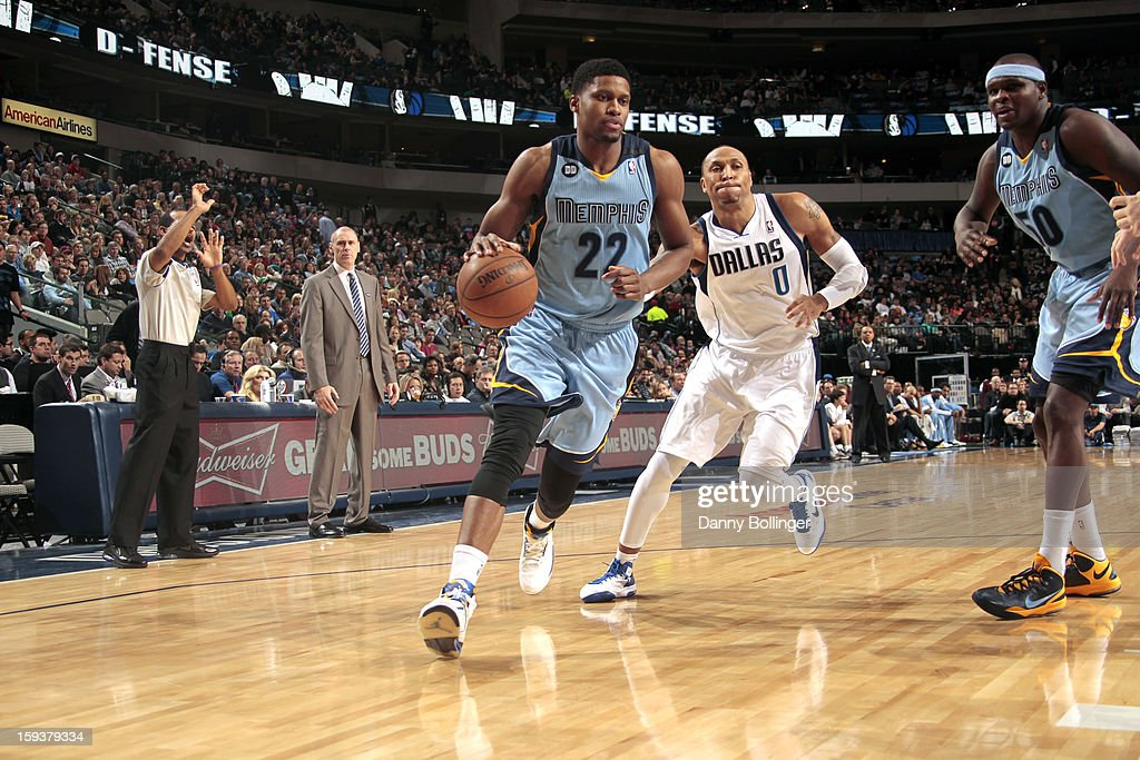 <a gi-track='captionPersonalityLinkClicked' href=/galleries/search?phrase=Rudy+Gay&family=editorial&specificpeople=236066 ng-click='$event.stopPropagation()'>Rudy Gay</a> #22 of the Memphis Grizzlies drives against <a gi-track='captionPersonalityLinkClicked' href=/galleries/search?phrase=Shawn+Marion&family=editorial&specificpeople=201566 ng-click='$event.stopPropagation()'>Shawn Marion</a> #0 of the Dallas Mavericks on January 12, 2013 at the American Airlines Center in Dallas, Texas.