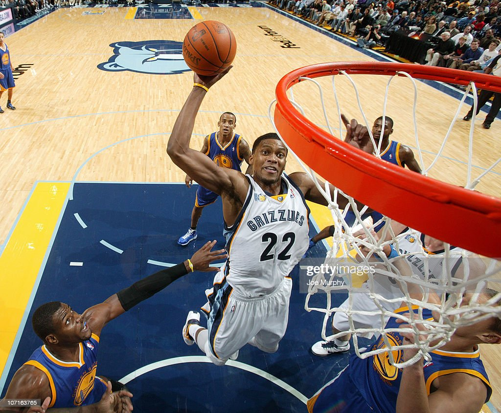 Rudy Gay #22 of the Memphis Grizzlies dunks against Andris Biedrins #15 and Jeff Adrien #4 of the Golden State Warriors on November 26, 2010 at FedExForum in Memphis, Tennessee.