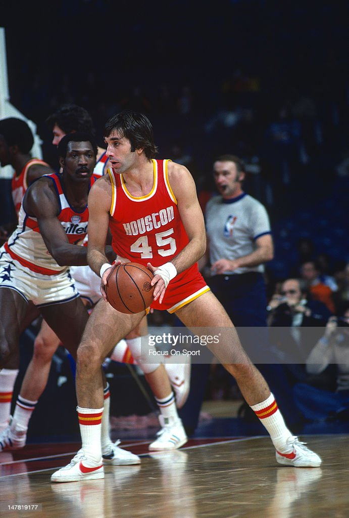 Rudy Tomjanovich of the Houston Rockets looks to put a move on Elvin Hayes of the Washington Bullets during an NBA basketball game circa 1977 at the...