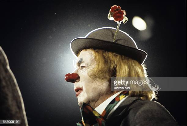 Ruehmann Heinz Actor Germany *on stage wearing a clown dress 1970