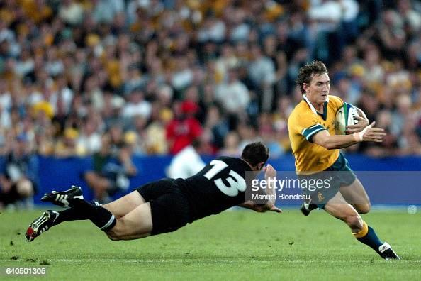 Australia vs New Zealand Leon MacDonald and Mat Rogers Rugby Coupe du Monde 2003 Demifinale Australie contre NouvelleZélande Leon MacDonald et Mat...