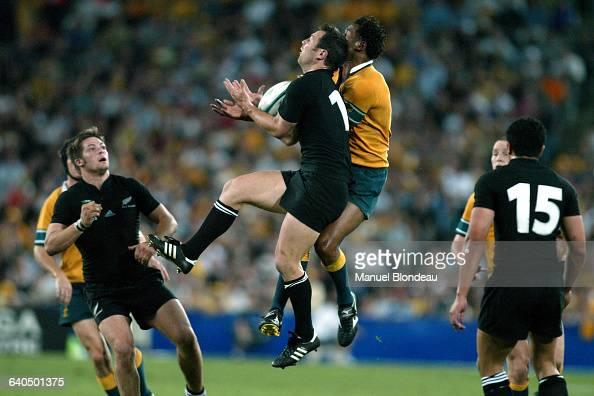 Australia vs New Zealand Leon MacDonald and Lote Tuqiri Rugby Coupe du Monde 2003 Demifinale Australie contre NouvelleZélande Leon MacDonald et Lote...