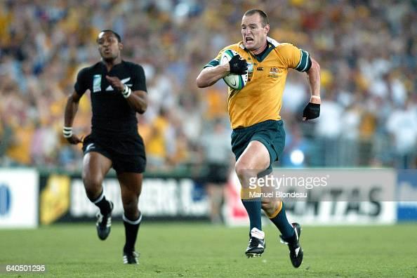 Australia vs New Zealand Stirling Mortlock runs to score Australia's first try Rugby Coupe du Monde 2003 Demifinale Australie contre NouvelleZélande...
