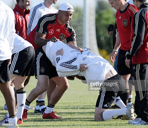Rugby player Jonah Tali Lomu exercises with Stefan Kiessling and Lukas Podolski of Germany during a German National Team rugby training session at...