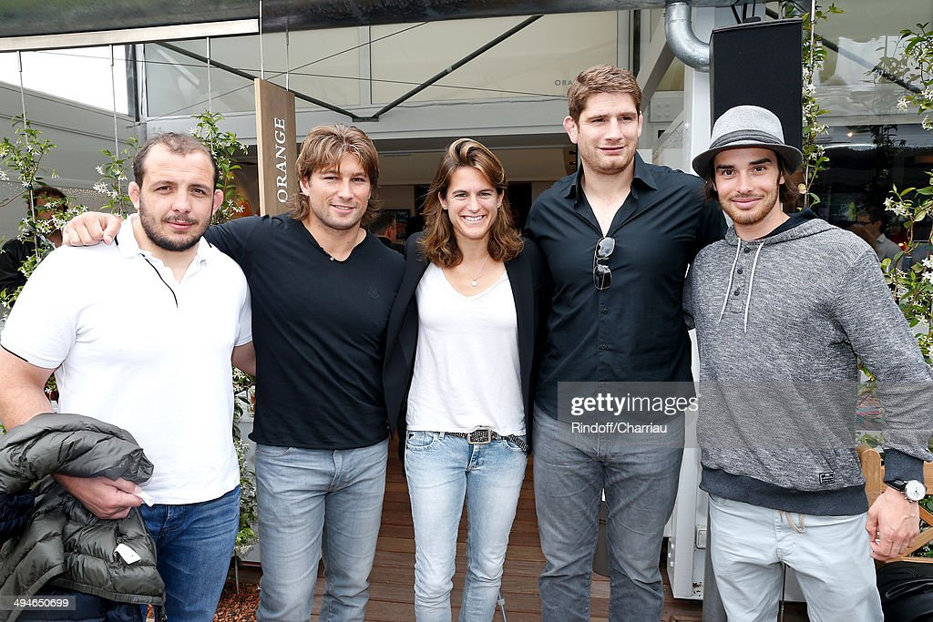 Rugby players David Attoub, Dimitri Szarzewski, Roland Garros TV host for France Television Amelie Mauresmo, Pascal Pape and Olympic freestyle skier champion Kevin Rolland attend the Roland Garros French Tennis Open 2014 - Day 6 on May 30, 2014 in Paris, France.