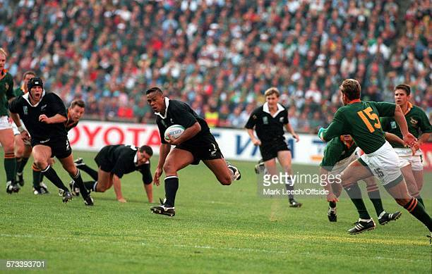 Rugby World Cup Final 1995 Ellis Park Johannesburg South Africa v New Zealand Jonah Lomu breaks through the South African defence