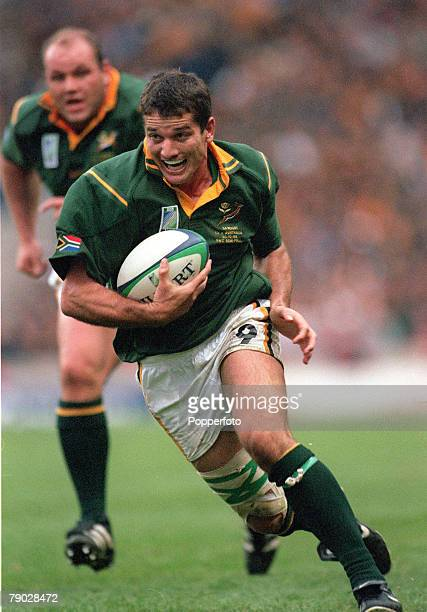 Rugby World Cup SemiFinal Twickenham 30th October Australia 27 v South Africa 21South Africa's Joost Van Der Westhuizen runs with the ball