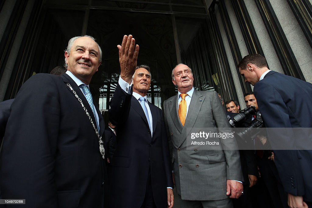 Rui Rio, Portuguese President <a gi-track='captionPersonalityLinkClicked' href=/galleries/search?phrase=Anibal+Cavaco+Silva&family=editorial&specificpeople=577282 ng-click='$event.stopPropagation()'>Anibal Cavaco Silva</a> and King Juan Carlos of Spain attends the Sixth Annual COTEC Meeting at Clube Portuense R. Candido Reis on October 7, 2010 in Porto, Portugal.