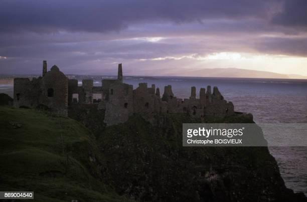 Ruine du chateau de Dunluce dans le comte d'Antrim en Irlande
