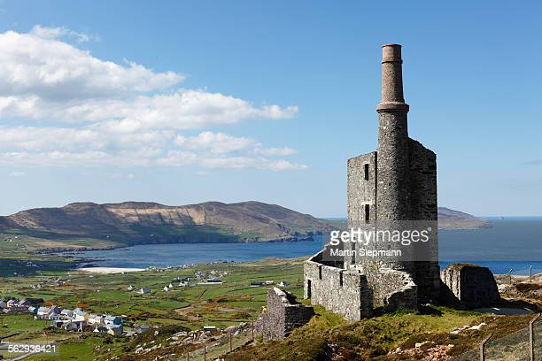 Ruins of the engine room of a copper mine, Allihies, Slieve Miskish Mountains, Beara Peninsula, County Cork, Ireland, British Isles, Europe