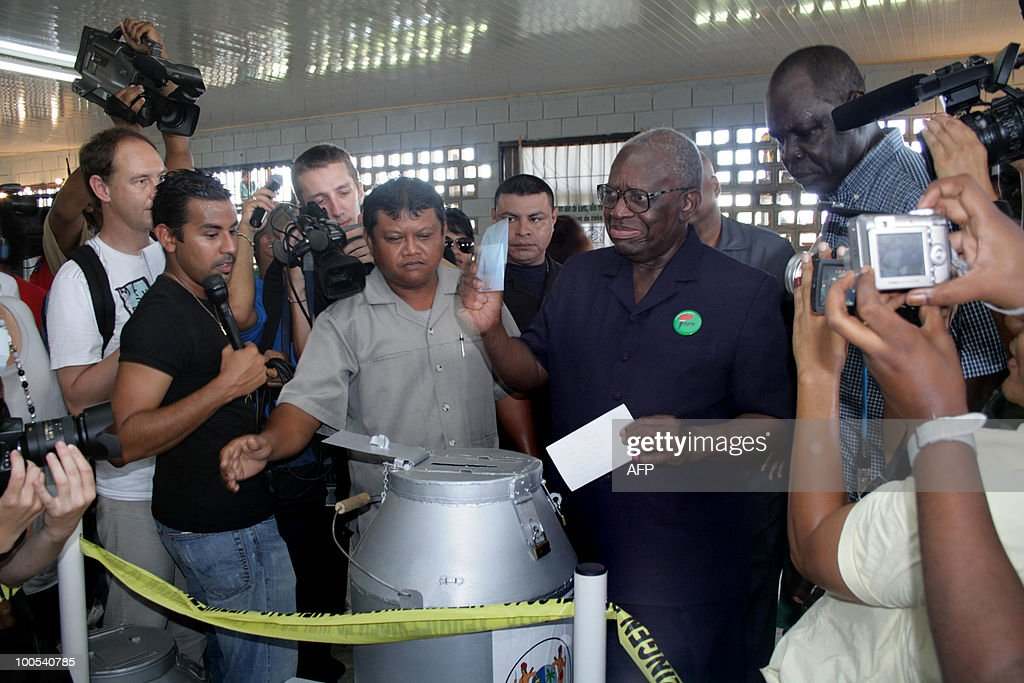 Ruling Surinam's President Ronald Venetiaan (R), casts his vote May 25, 2010, in the west of the capital Paramaribo. AFP PHOTO/Louis ALFAISIE