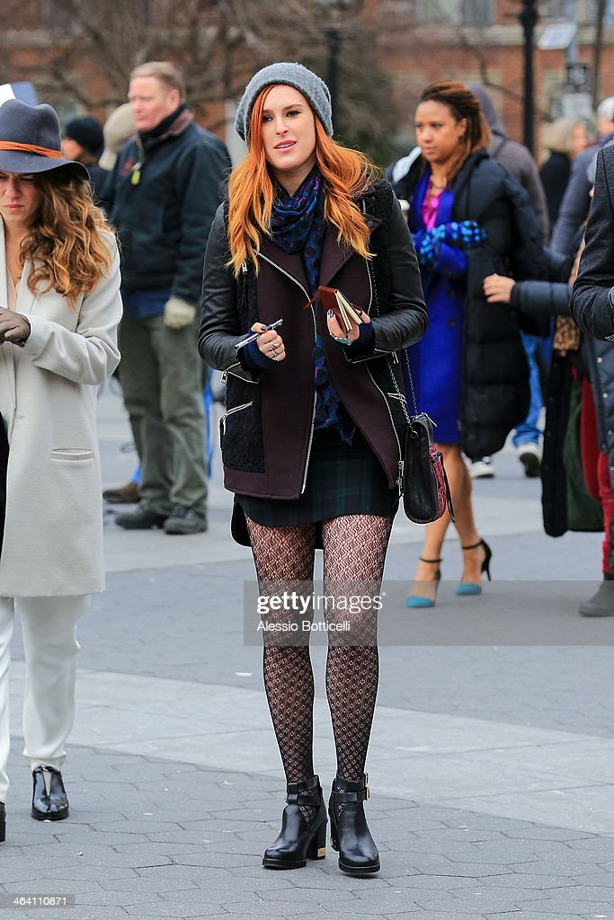 <a gi-track='captionPersonalityLinkClicked' href=/galleries/search?phrase=Rumer+Willis&family=editorial&specificpeople=617003 ng-click='$event.stopPropagation()'>Rumer Willis</a> is seen on location in Washington Square Park filming 'Songbyrd' on January 20, 2014 in New York City.