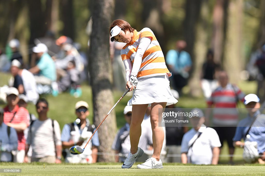 <a gi-track='captionPersonalityLinkClicked' href=/galleries/search?phrase=Rumi+Yoshiba&family=editorial&specificpeople=14050364 ng-click='$event.stopPropagation()'>Rumi Yoshiba</a> of Japan hits her tee shot on the 12th hole during the first round of the World Ladies Championship Salonpas Cup at the Ibaraki Golf Club on May 5, 2016 in Tsukubamirai, Japan.
