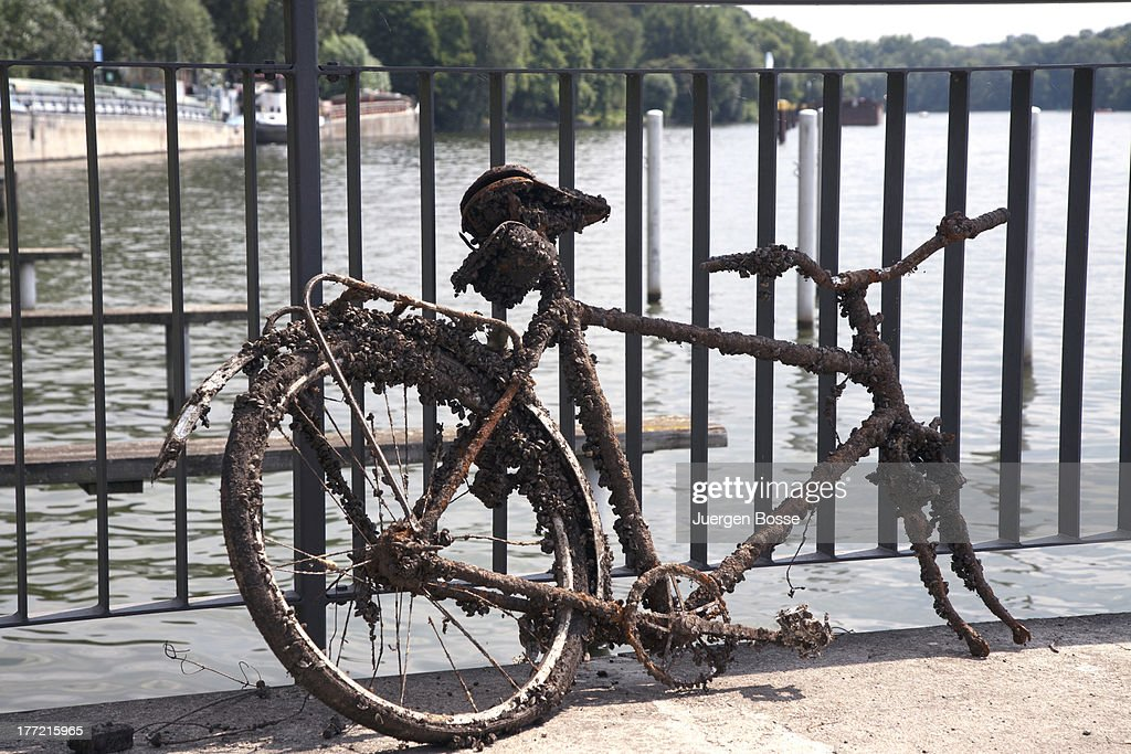 Run down bike : Stock Photo