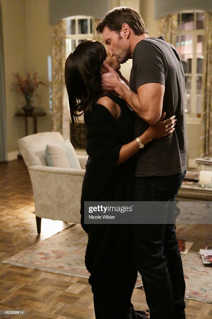 SCANDAL 'Run' The winter premiere picks up right where the finale left off this time from Olivia's point of view Exactly what happened when Jake went...