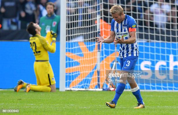 Rune Almenning Jarstein and Per Skjelbred of Hertha BSC during the game between Hertha BSC and Schalke 04 on october 14 2017 in Berlin Germany