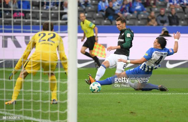 Rune Almenning Jarstein of Hertha BSC Leon Goretzka of FC Schalke 04 and Karim Rekik of Hertha BSC during the game between Hertha BSC and Schalke 04...