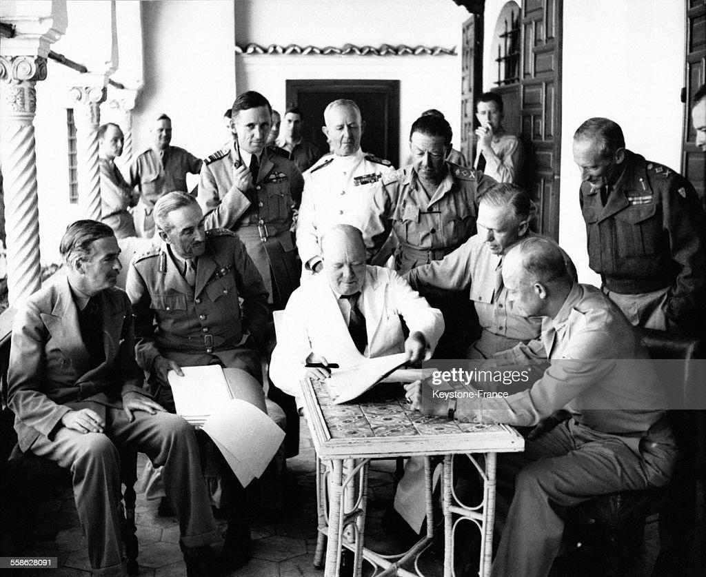 Réunion de planification des forces alliées britanniques et américaines présidée par Winston Chuchill avec de gauche à droite Anthony Eden Alan...