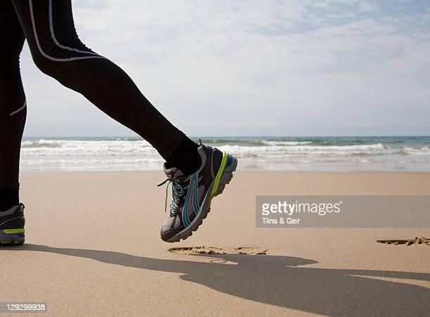 ランナーをビーチでフットプリント