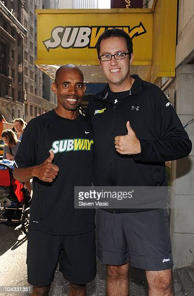 U S Runner Meb Keflezighi the 2009 ING New York City Marathon winner and SUBWAY sandwich enthusiast Jared Fogle train for the ING New York City...