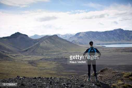 Runner standing on mountain looking out : Foto de stock
