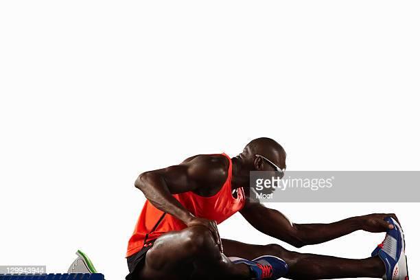 Läufer Dehnen an der Startlinie
