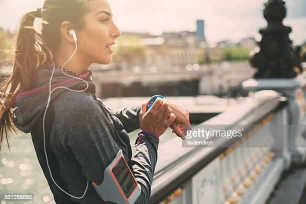 Läufer mit Smart Uhr