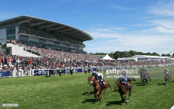 Runners and riders during the Investec Private Banking Handicap