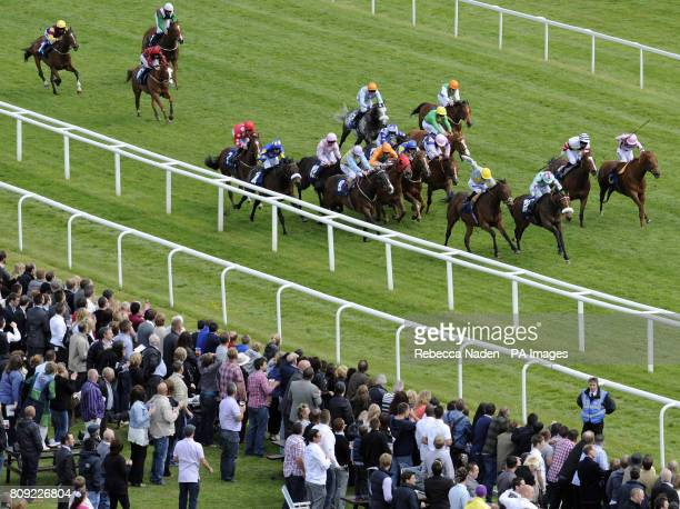 Runners and riders in The Berry Bros Rudd Magnum Handicap Stakes during the The JLT Lockinge Stakes Beer Festival Day at Newbury Racecourse