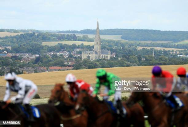 Runners and riders pass Salisbury Cathedral at Salisbury Racecourse