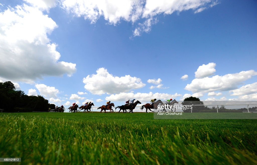 Runners make their way down hill and into the straight in The 32Red Free £10 Bonus Handicap Stakes at Lingfield racecourse on June 05, 2014 in Lingfield, England.