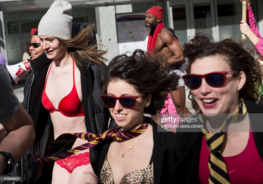 Runners participate in 'Cupid's Undie Run' to raise money for charity on February 13, 2016 in Washington, DC. Participants run in their Valentine's-themed underwear, raising funds for the Children's Tumor Foundation. The temperature high on Saturday reached 20 degrees Fahrenheit (-6.6 Celsius). / AFP / Brendan Smialowski