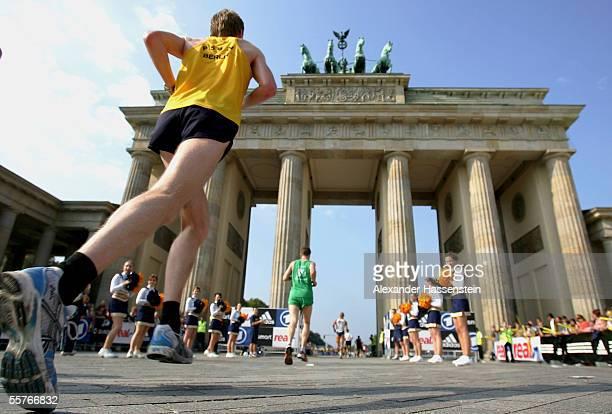 Runners pass through the Brandenburg Gate during the Berlin Marathon 2005 on September 25 2005 in Berlin Germany