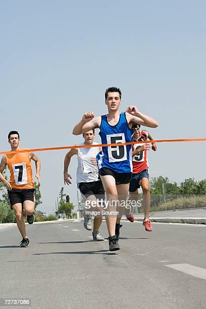 Läufer greifen Ziellinie