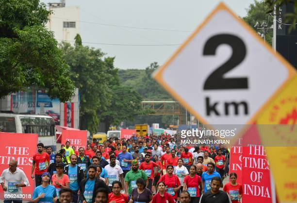 Runners take part in the TCS World 10K Bengaluru 2017 race in the Indian city of Bangalore on May 21 2017 / AFP PHOTO / MANJUNATH KIRAN