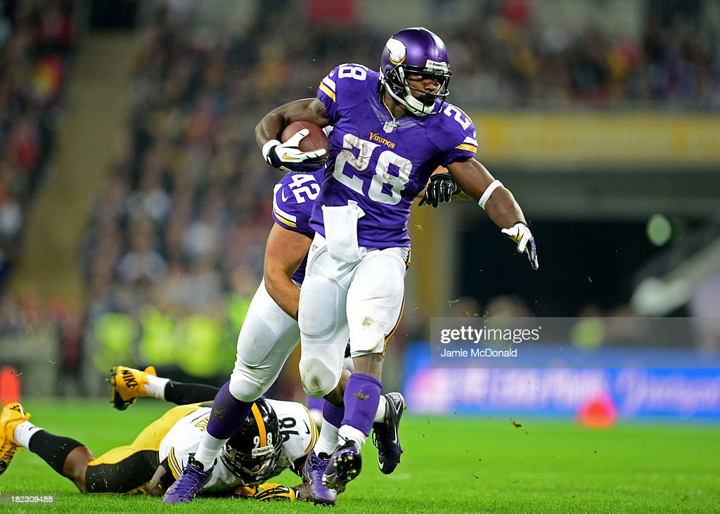 Running back <a gi-track='captionPersonalityLinkClicked' href=/galleries/search?phrase=Adrian+Peterson+-+American+Football+Player+-+Minnesota+Vikings&family=editorial&specificpeople=210807 ng-click='$event.stopPropagation()'>Adrian Peterson</a> #28 of the Minnesota Vikings beats linebacker Vince Williams #98 of the Pittsburgh Steelers to score a touchdown during the NFL International Series game between Pittsburgh Steelers and Minnesota Vikings at Wembley Stadium on September 29, 2013 in London, England.