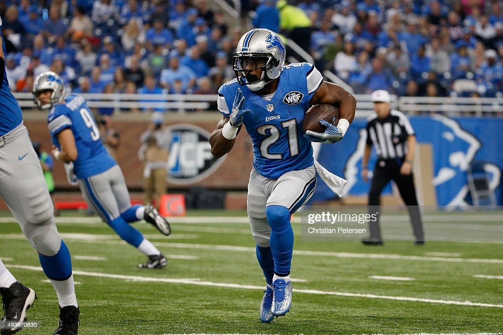 Running back Ameer Abdullah of the Detroit Lions rushes the football against the Chicago Bears during the NFL game at Ford Field on October 18 2015...